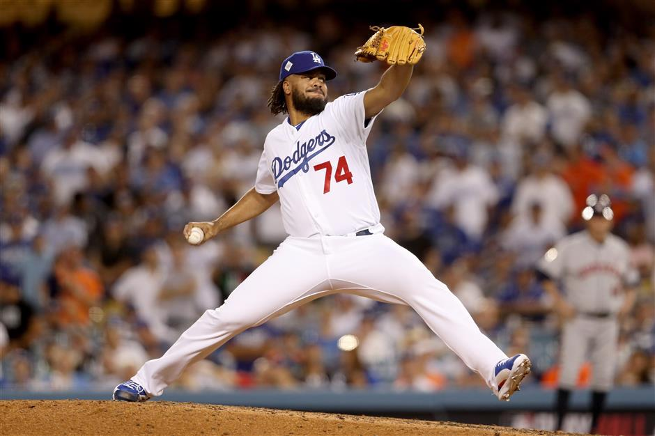 Jansen blows save, Dodgers dominant bullpen pummeled in Game 2