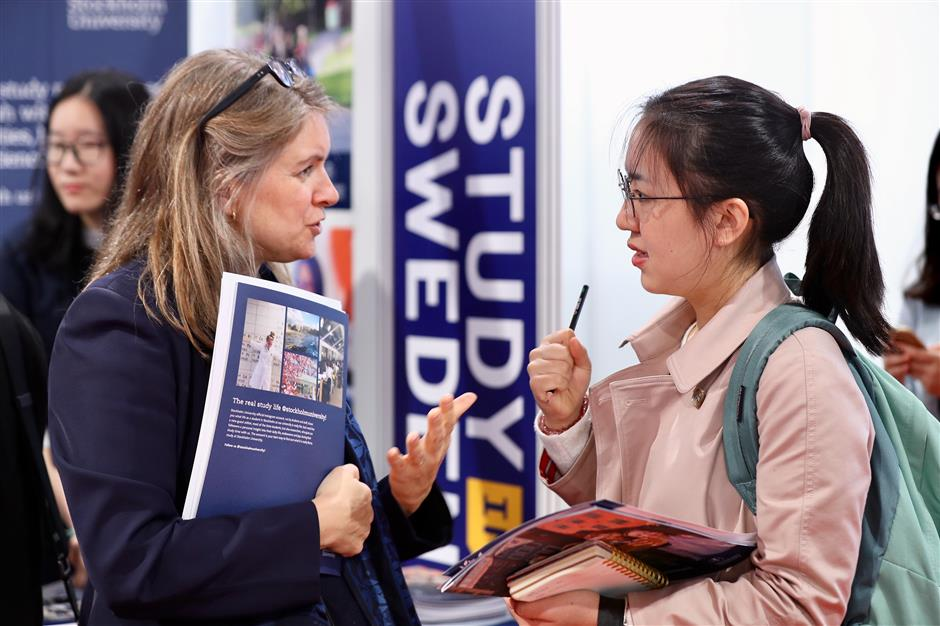International universities lure Chinese students at education expo