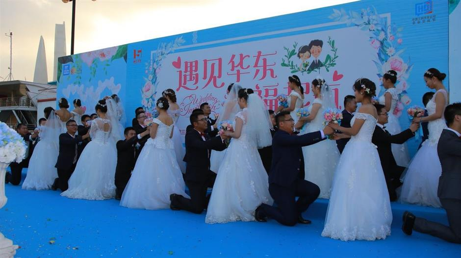 Group wedding held for city's construction workers