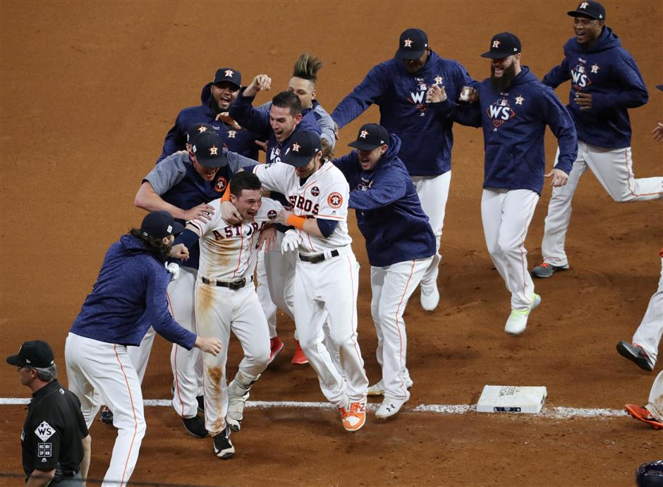 Astros edge Dodgers in thriller to seize World Series lead