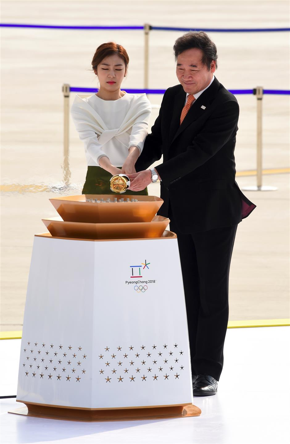 Flame arrives to ignite Pyeongchang's story of fire and ice