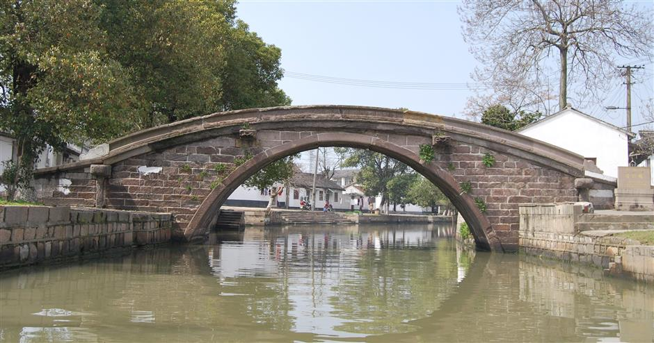 A watertown of old bridges, pure and simple