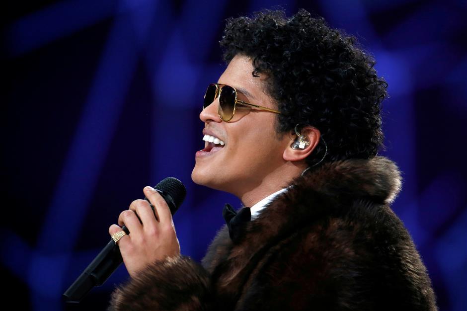 Bruno Mars wins American Music Awards on night of divas
