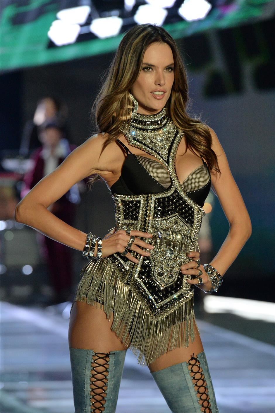 Glittering end to skimpy show