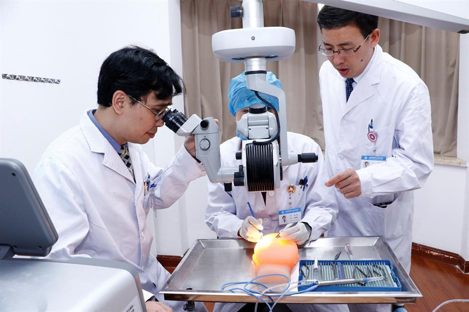 Rural eye doctors learn important surgery in Shanghai
