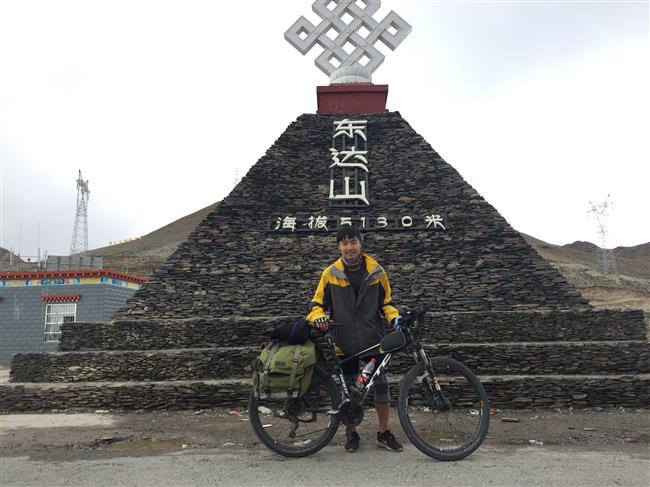 Pedaling odyssey to the roof of the world