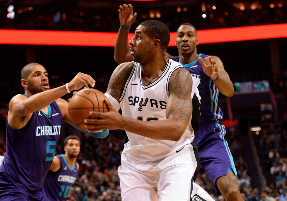 Spurs use stingy defense to down Hornets