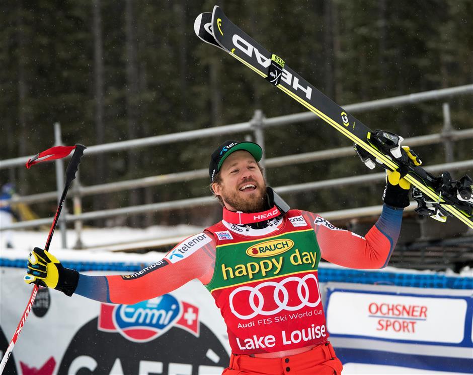 Shiffrin bounces back to take Killington slalom
