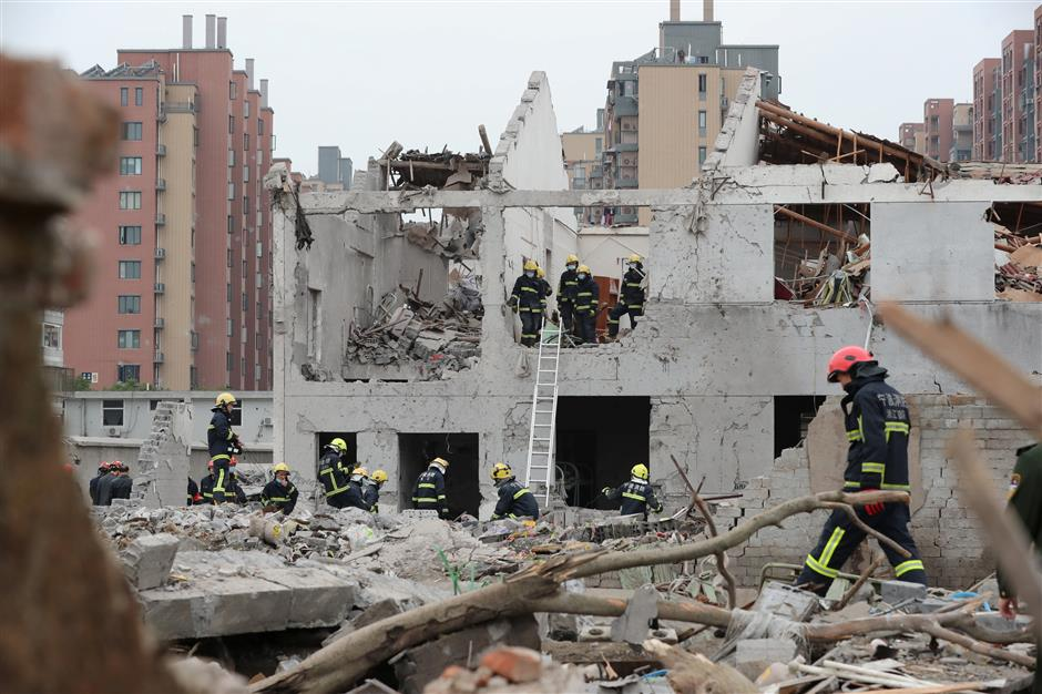 2 dead after blast at site of demolished factory