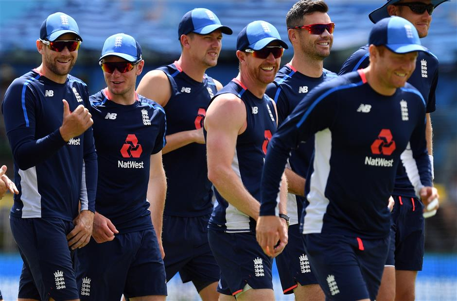 Ashes curfew as Strauss insists England players not 'thugs'