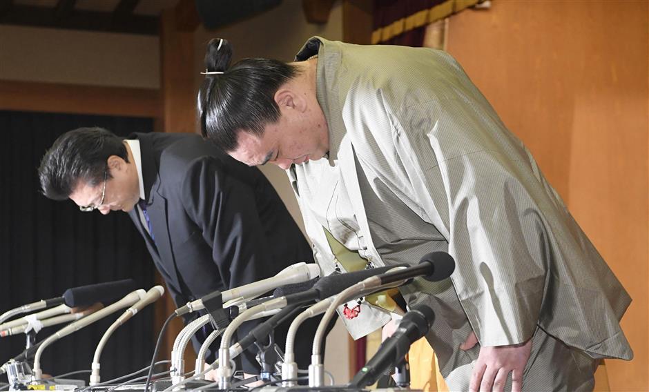 Sumo grand champion Harumafuji retires over assault incident
