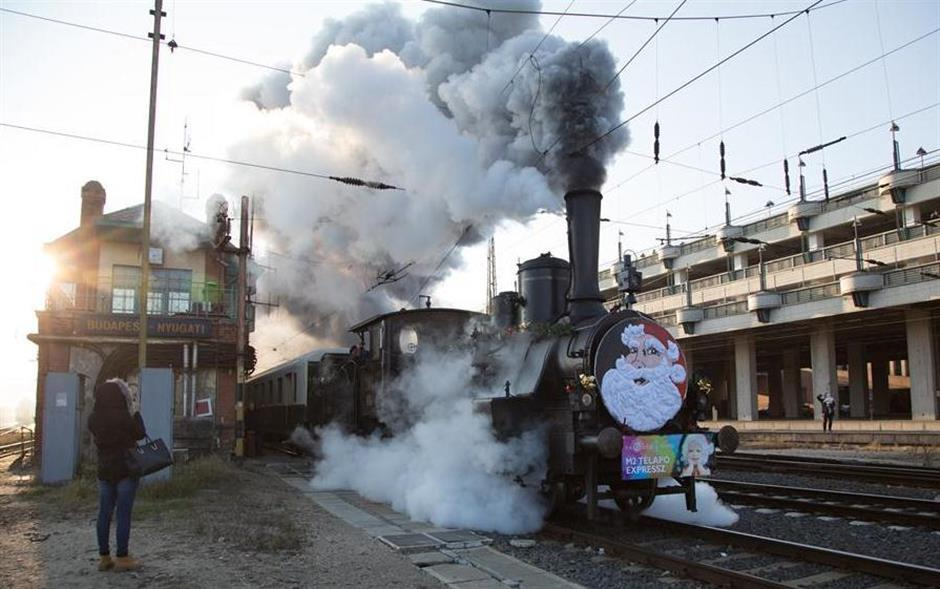 Santa Express departs from Western Railway Station in Budapest