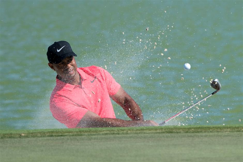 Fowler rallies with 61 to win in Woods' return
