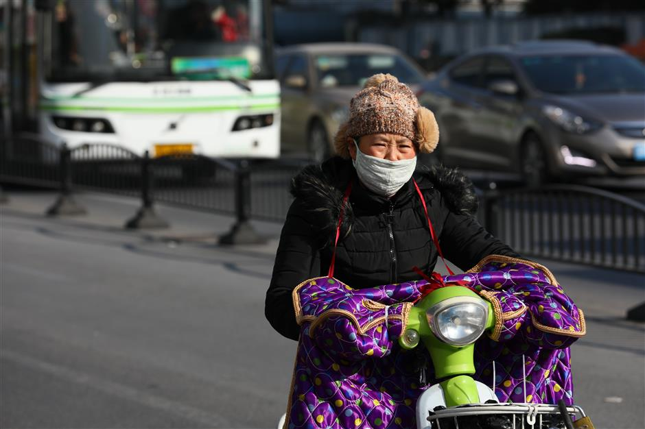 Residents urged to keep warm as winter approaches Shanghai