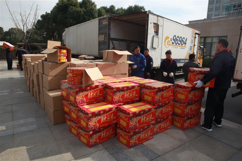 Truckload of illegal fireworks seized before entering Shanghai