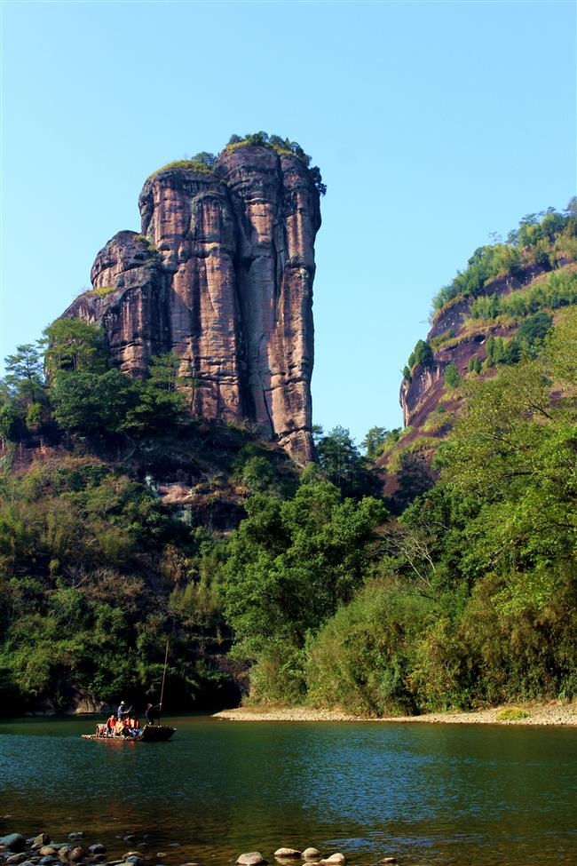 Cliff coffins add mystery to Wuyi Mountain