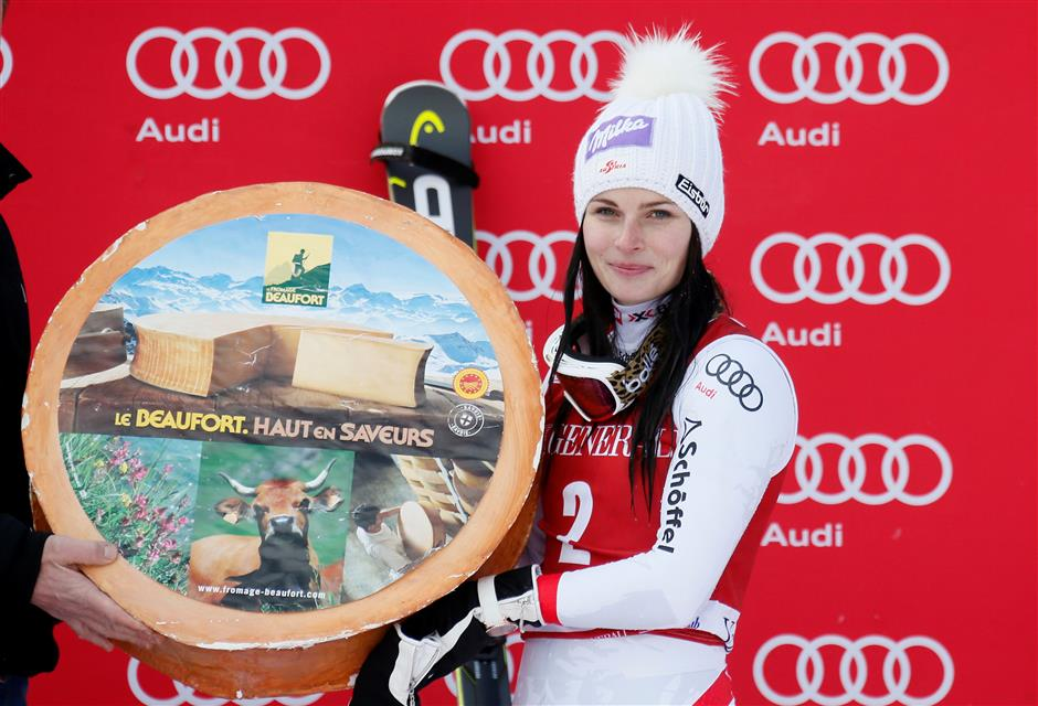 Veith wins first race since injury; Vonn pulls out with sore knee
