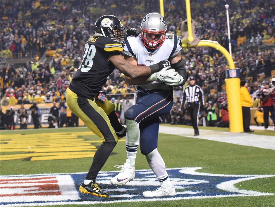Pats clinch division with wild win over Steelers