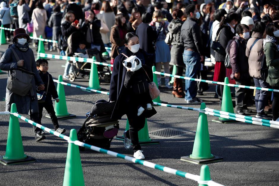 Lucky lottery winners get first peek at Japan's baby panda