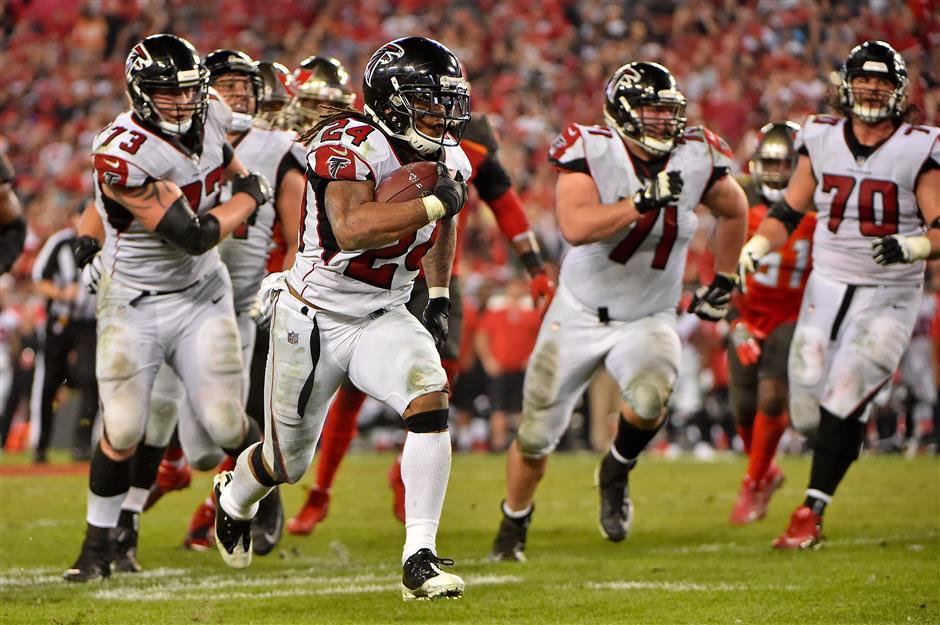 Freeman shines as Falcons hold off Bucs
