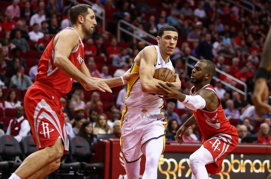 Lakers end Rockets' 14-game win streak