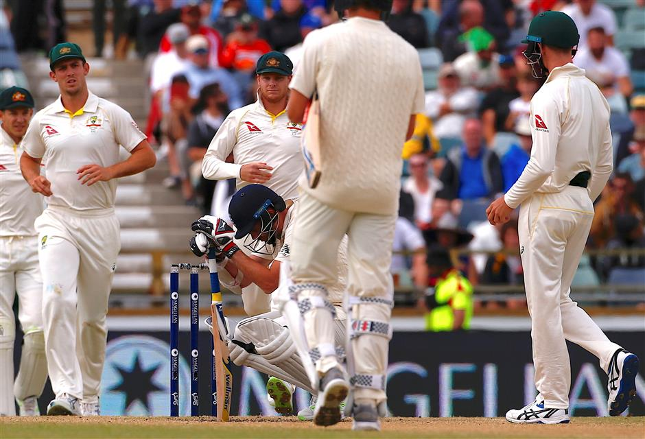 Protect England tail from 'bodyline', Atherton tells umpires