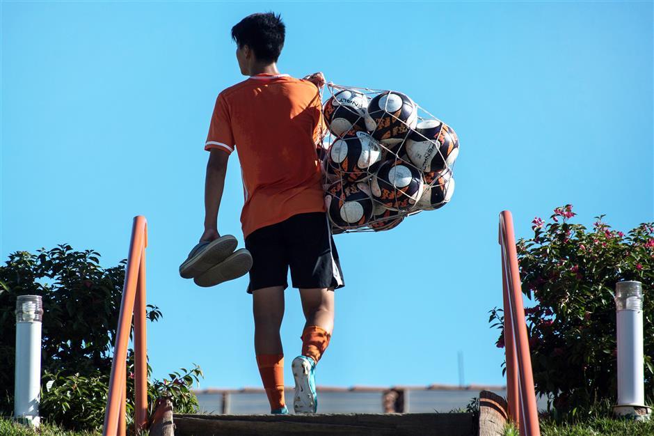 Chinese footballers seek polish in Brazil