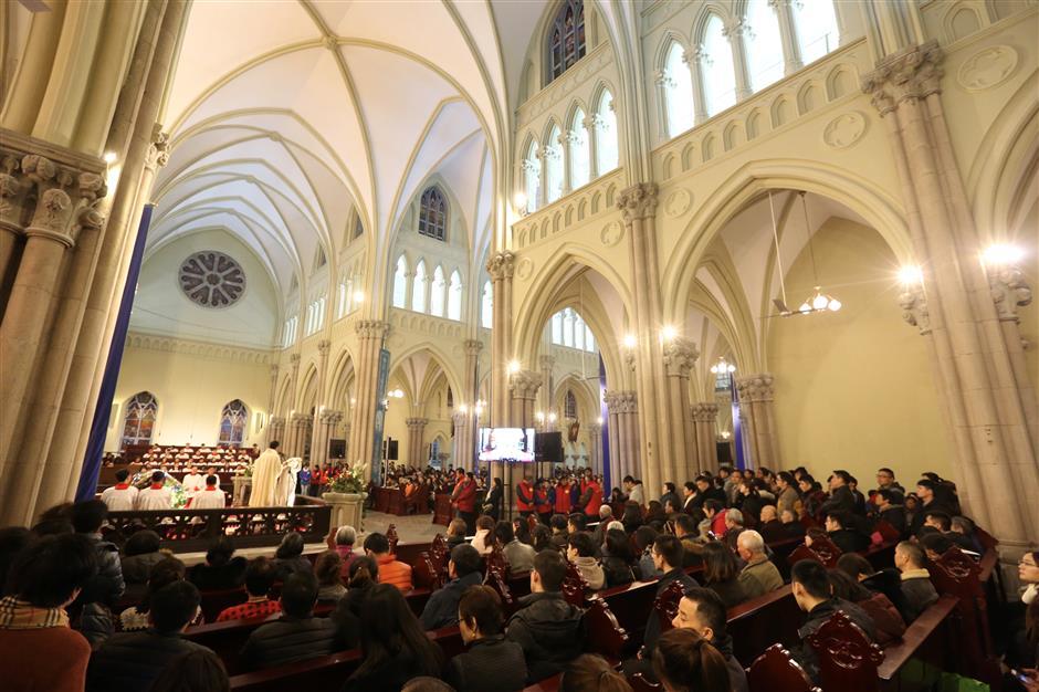 Christmas mass at Xujiahui cathedral