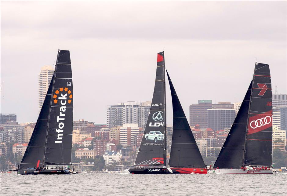 Early drama as Sydney to Hobart fleet race to break record