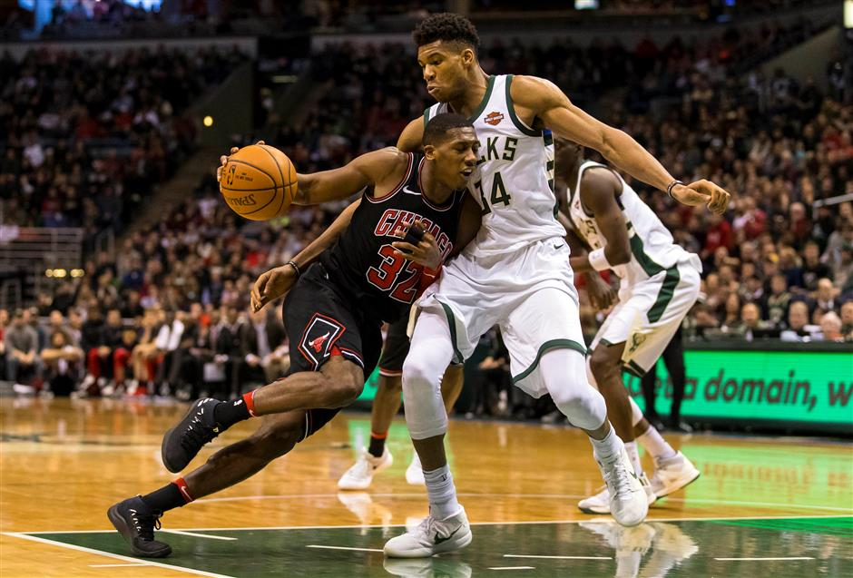 Mirotic comes off the bench to power Bulls over Bucks in Milwaukee