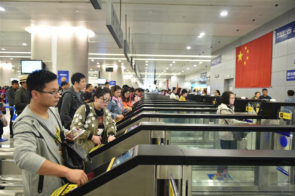 Pudong airport reports record number of passengers