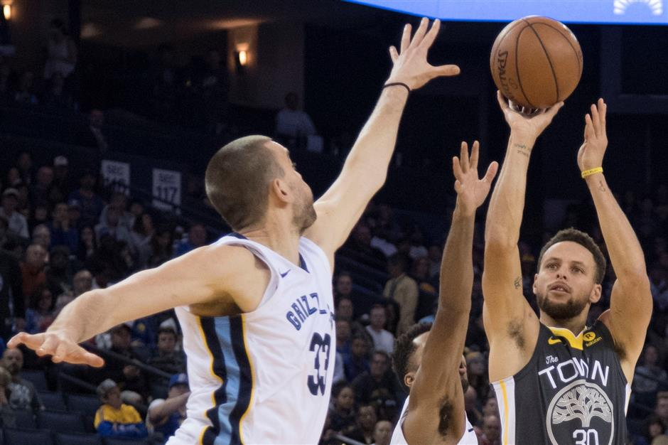Curry red-hot on return for Warriors