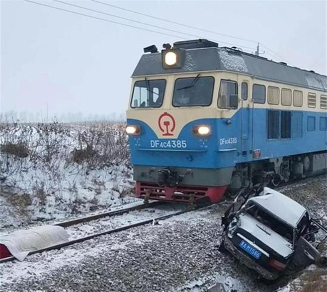 Car-train collision kills 2, injures 3 in northeast China