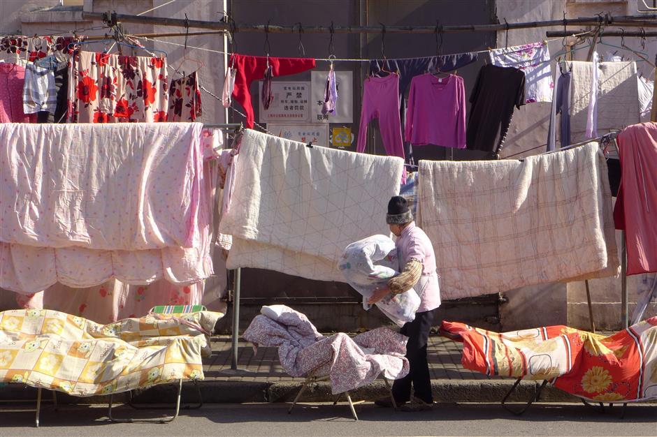 Locals sterilize quilts under sunshine