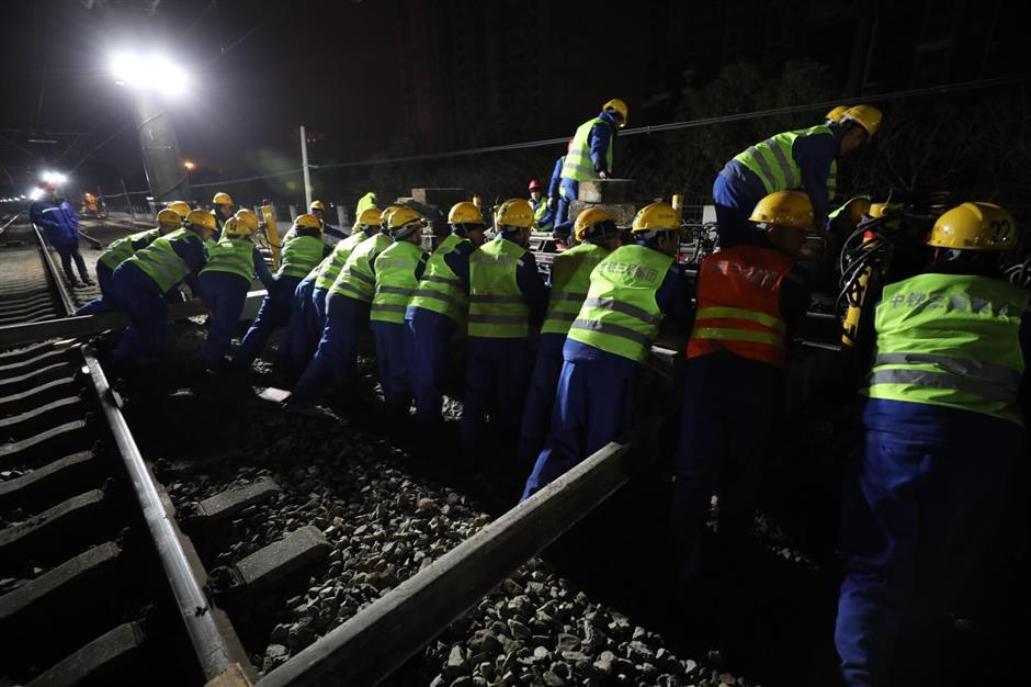 Singing Metro workers brave the cold