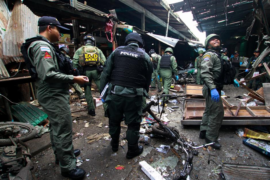 Bomb in market in Thailand's south kills 3, wounds 18