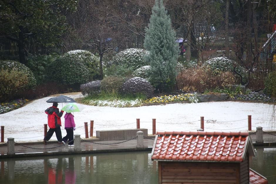 City sees first snow of the year
