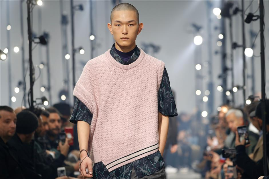 Pigs to dinosaurs: only at Paris men's fashion week