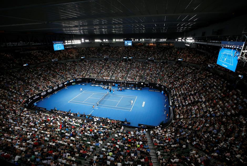 Closed roof for Australian Open final draws flak