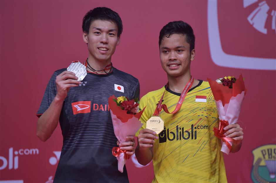 Ginting tops Sakai to win Indonesian Masters