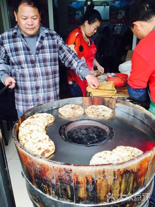 From humble hawker to restaurant chain, the rise of Hangzhou's street legends