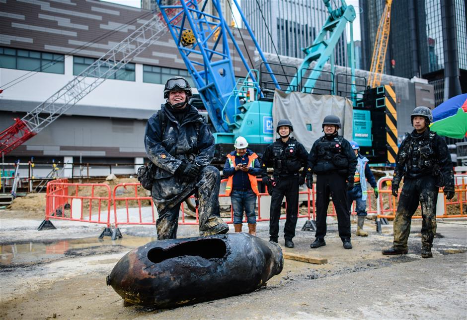 Wartime bomb defused after 4,000 evacuated in HK