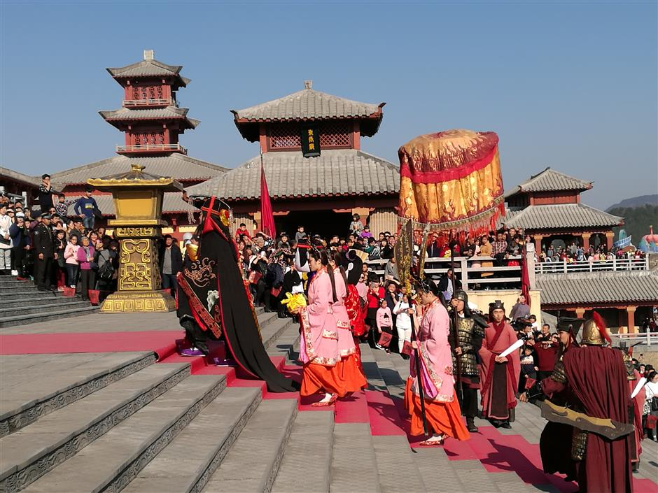Spring Festival reliving ancient customs and bridging a generation gap