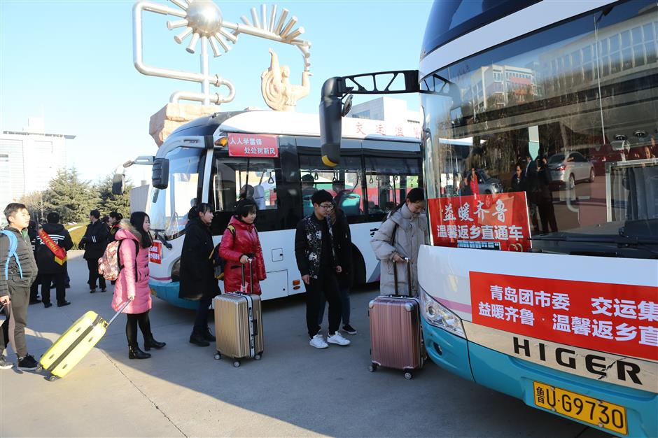 Fewer coach travelers in China as people opt for cars, bullet trains