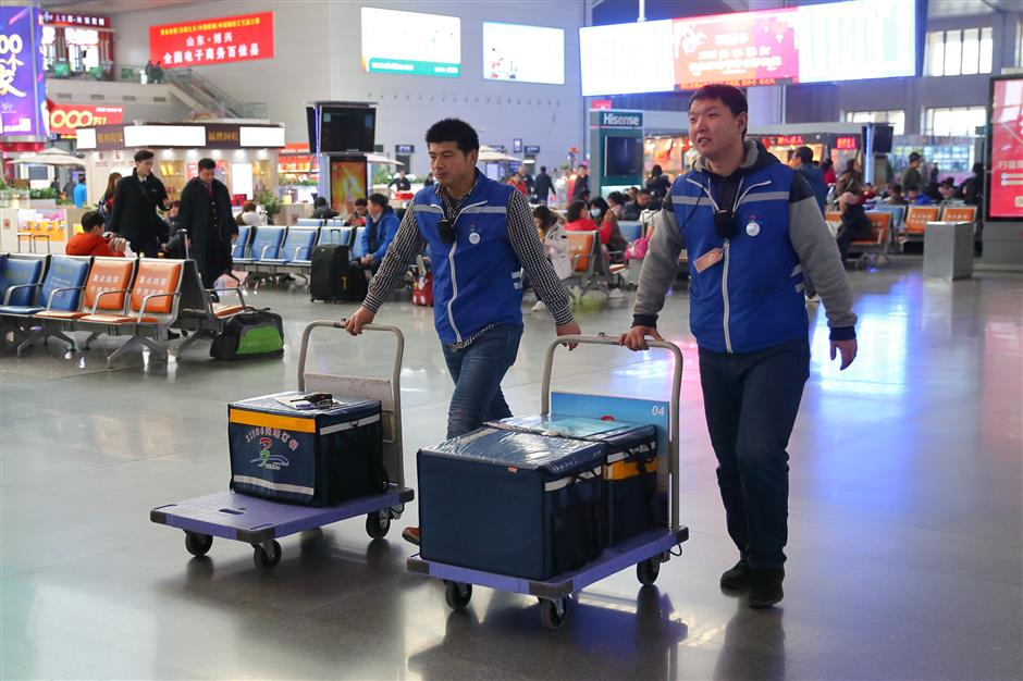 Technology makes China's festival travel rush easier