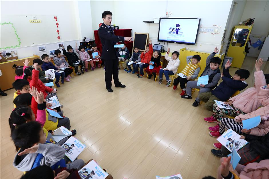 New safety textbooks distributed to students across Shanghai