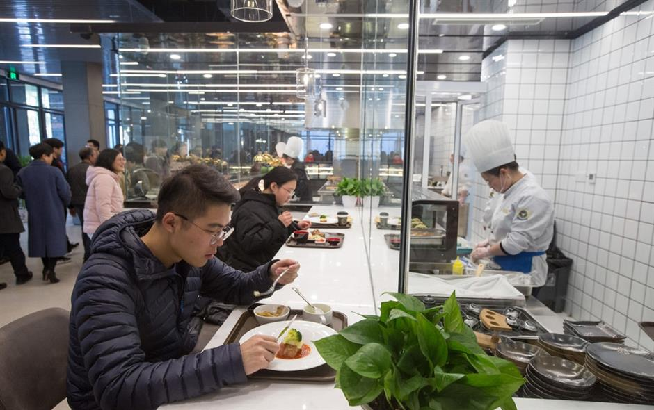High-tech dining debuts in university canteen