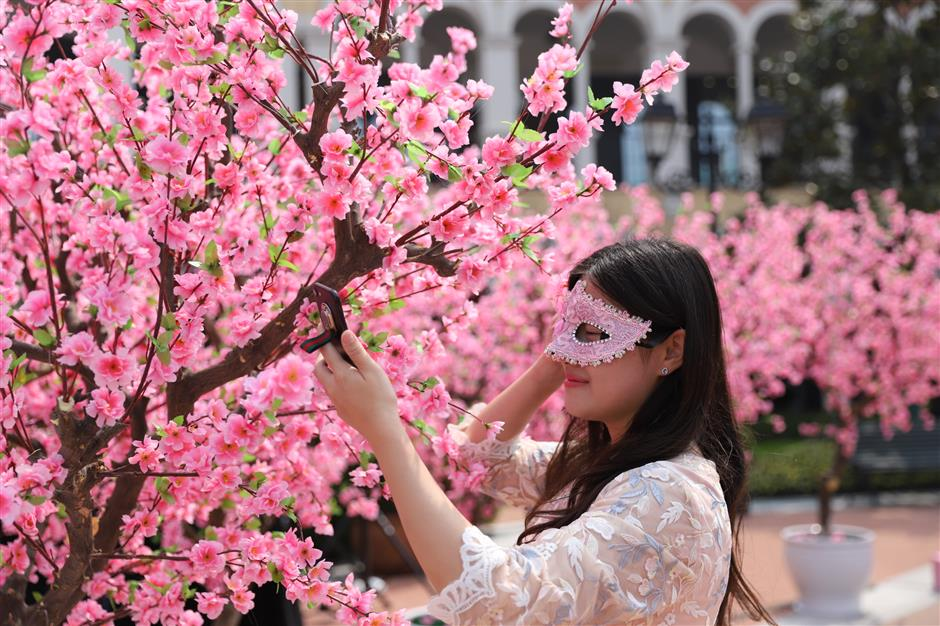 Flowers blossom in Pudong for Peach Blossom Festival
