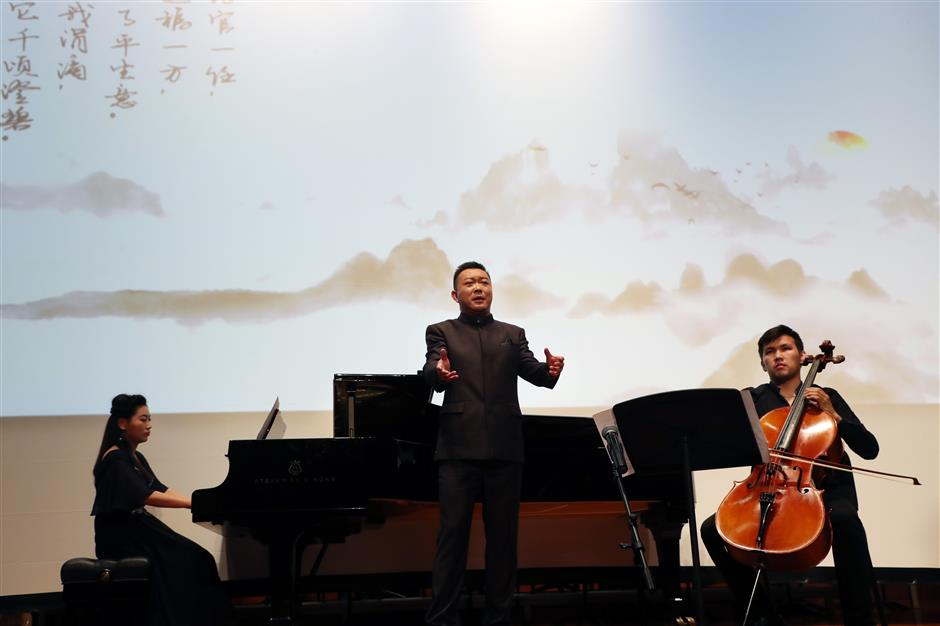 Xuhui offers musical lectures on Party history