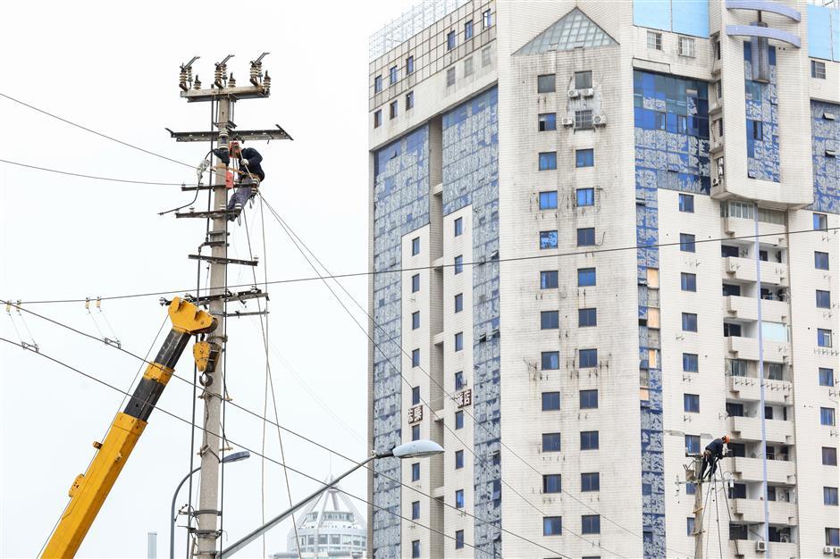 Unsightly overhead wires to go underground - SHINE